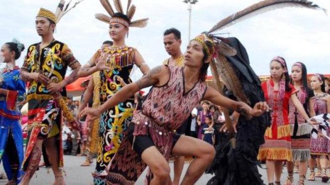 Tarian khas dayak Kalimantan Barat