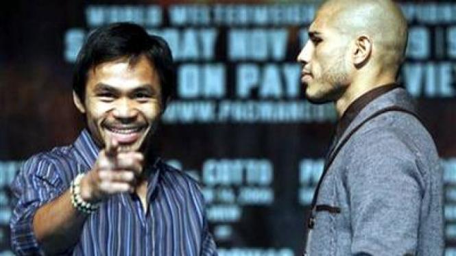 Manny Pacquiao (kiri) dan Miguel Cotto