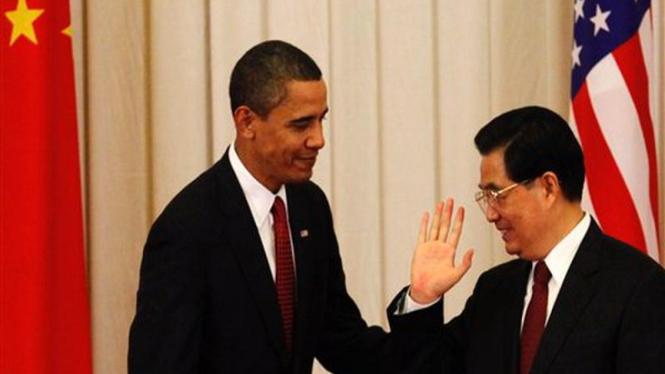 Presiden China, Hu Jintao, menyambut Presiden AS, Barack Obama, di Beijing
