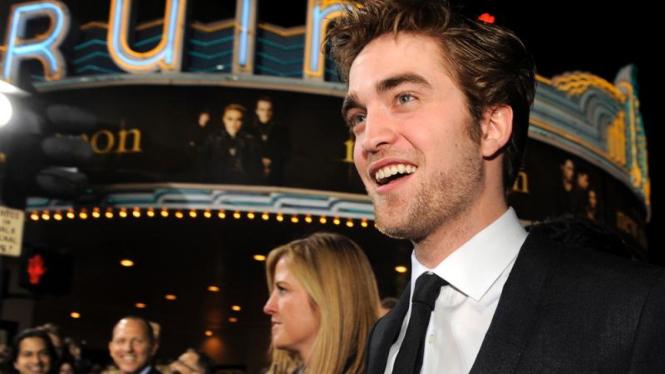 New Moon Premiere: Robert Pattinson