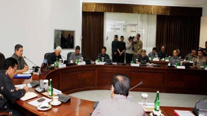 Presiden SBY rapat terbatas bahas Tim 8
