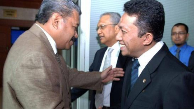 Menteri Tifatul Sembiring disambut Hayono Isman & Kemal Stamboel (tengah)
