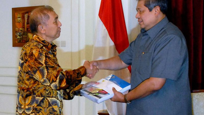 Ketua BPK, Hadi Purnomo Menyerahkan Audit Bank Century ke Presiden SBY