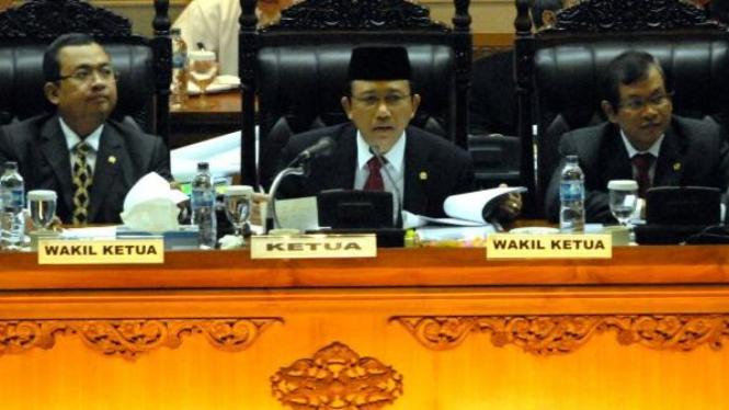 Ketua DPR Marzuki Alie memimpin rapat paripurna