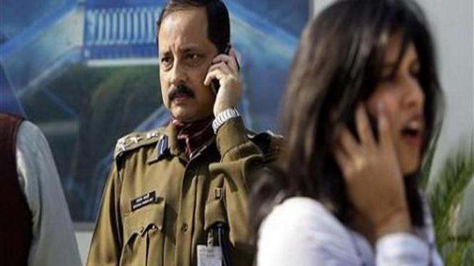 Para pengguna telepon seluler di New Delhi, India