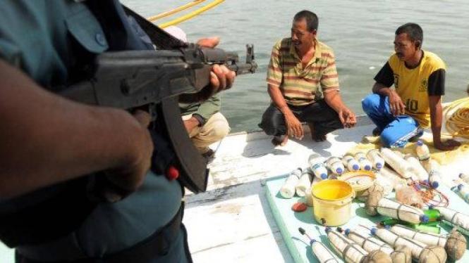 Nelayan diamankan bersama bom ikan di perairan Makassar