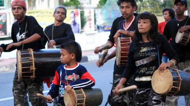 Perayaan Tahun Baru : Tabuh Tifa di Ambon