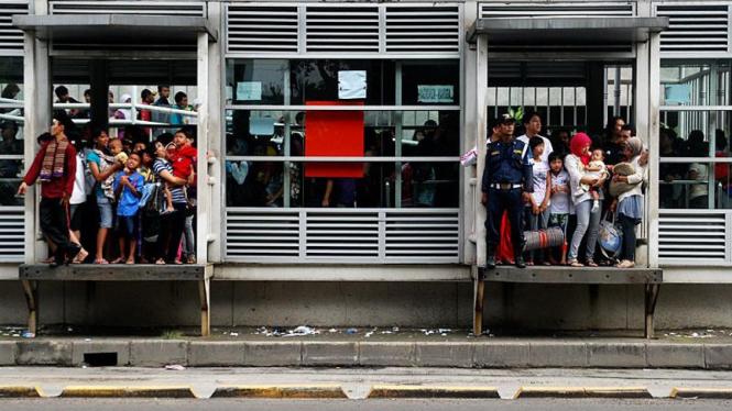 Antrian Penumpang Transjakarta