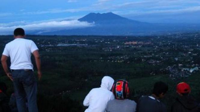 Pemandangan dari kawasan Puncak Paralayang, Bogor