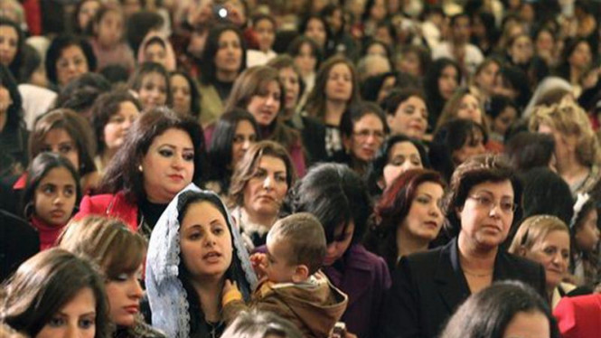 Umat Kristen Ortodoks Koptik di Mesir mengikuti ibadah Natal
