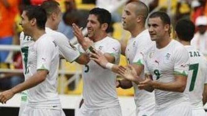 Pemain Aljazair rayakan gol