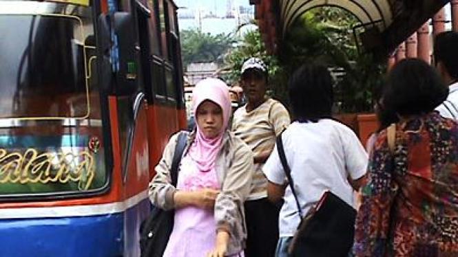Orang-orang di Terminal Blok M