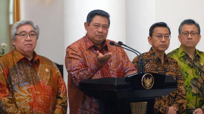 Rapat Komunikasi : Presiden SBY , Boediono, Taufik Kiemas