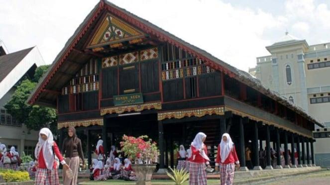 Rumoh Aceh (rumah adat aceh)