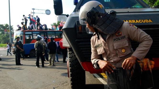 Aksi Demonstrasi Seratus Hari di Depan Istana