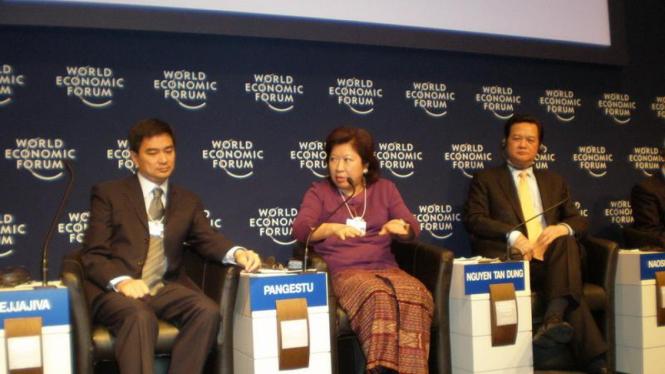Menteri Perdagangan Mari Pangestu (tengah) di Forum Ekonomi Dunia