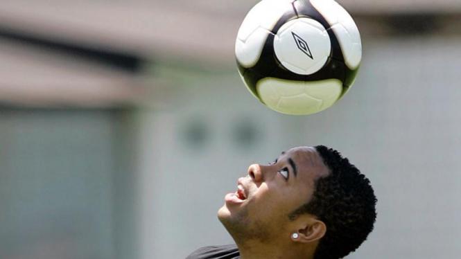 Robinho Kembali ke Santos, Brazil