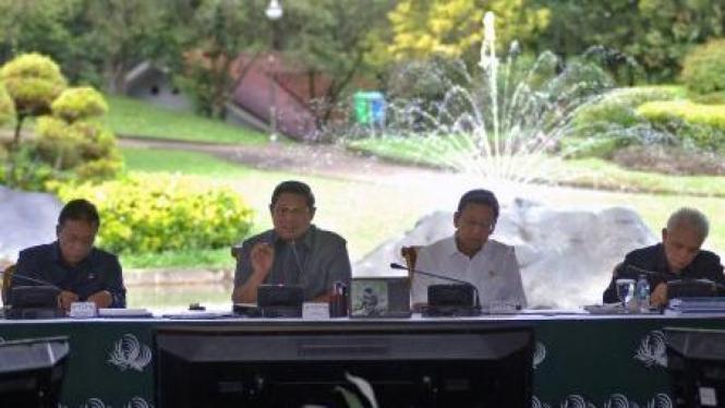 Presiden SBY dan Wakil Presiden Boediono menggelar rapat kabinet di Cipanas