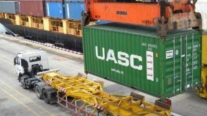 Kontainer China padati Pelabuhan Tanjung Perak