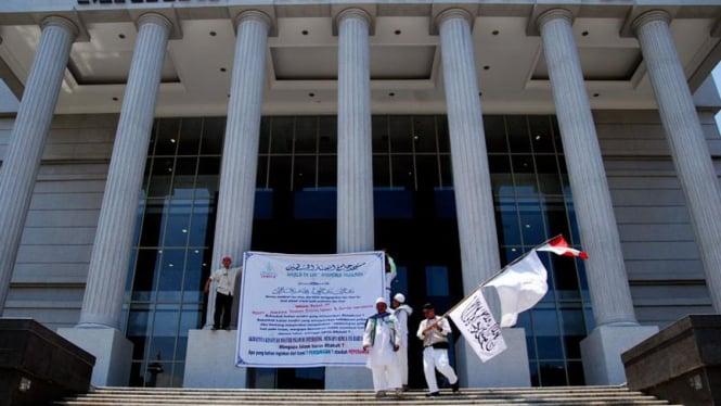 FPI Unjuk Rasa  Mahkamah Konstitusi