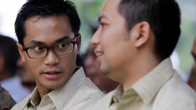 Nyekar ke Pusara Achmad Bakrie : Anindya Bakrie