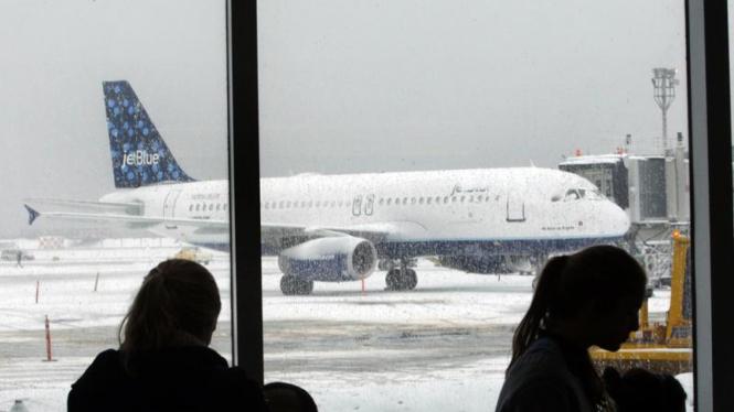 Badai Salju di Pantai Timur Amerika : LaGuardia Airport