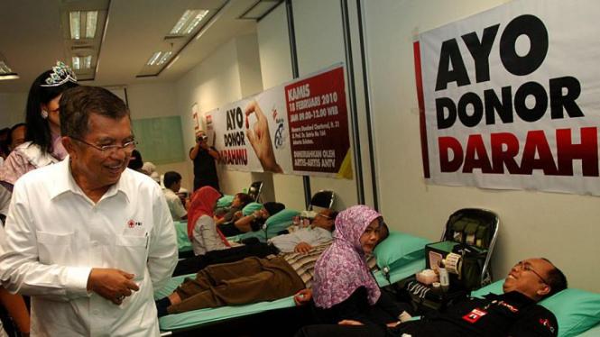 Jusuf Kalla, saat itu ketua Palang Merah Indonesia (PMI).