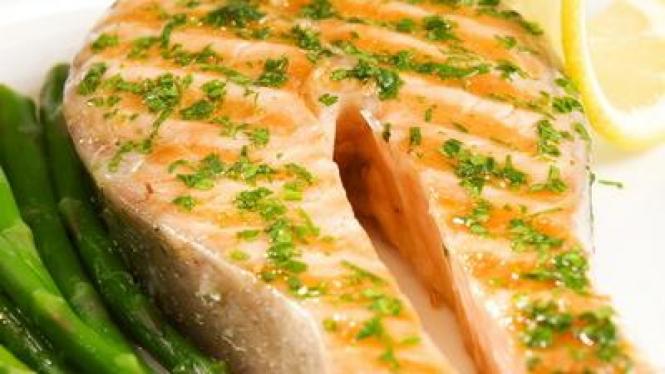 Asparagus Salmon With Bacil Vinegar