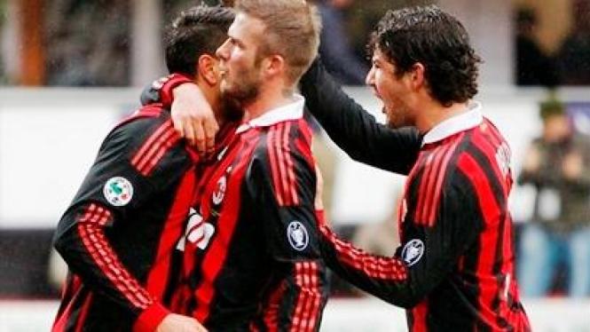 Pemain AC Milan usai mencetak gol