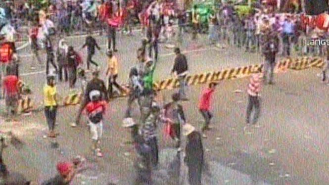 Demo Depan Gedung DPR Rusuh