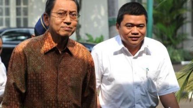 Boediono dan juru bicara Wakil Presiden Yopie Hidayat