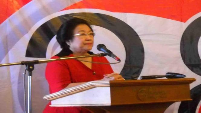 Megawati Soekarnoputri di membuka rapat PDIP Yogyakarta