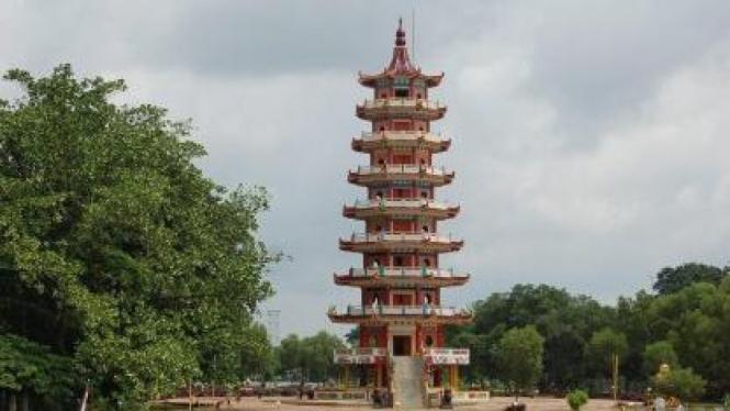 Pagoda di Pulau Kemaro di  Sungai Musi, Palembang