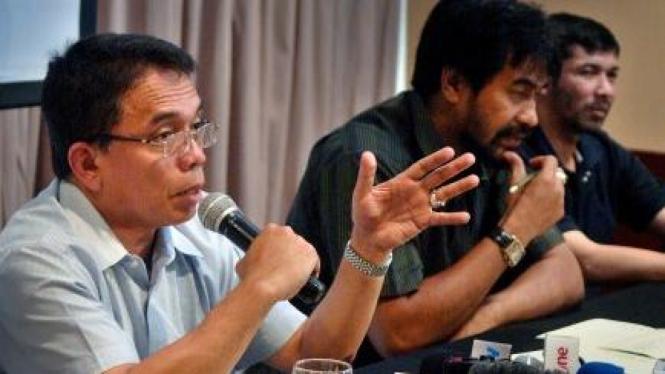 Irwandi Yusuf dan Muzakir Manaf, mantan petinggi GAM yang sama-sama mencalonkan gubernur Aceh.