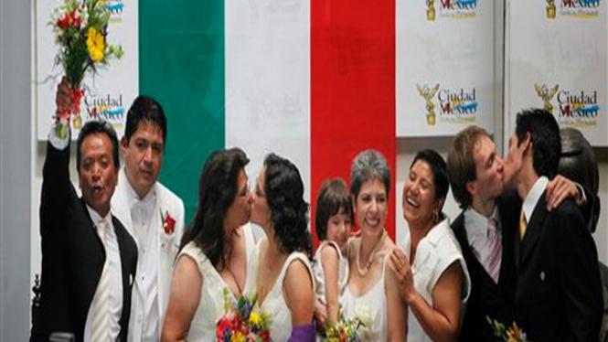Perayaan pernikahan kaum homoseks di Mexico City, Meksiko