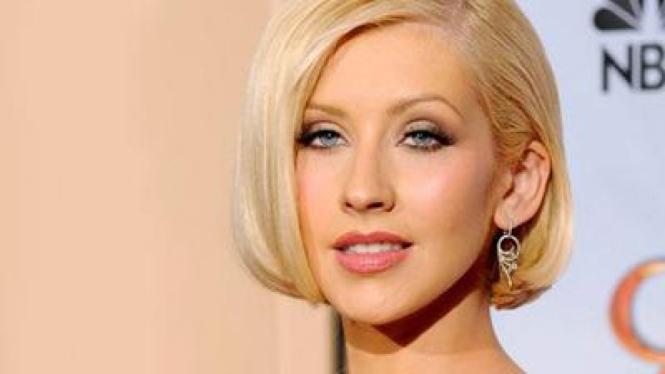 Christina Aguilera - Rambut Pendek