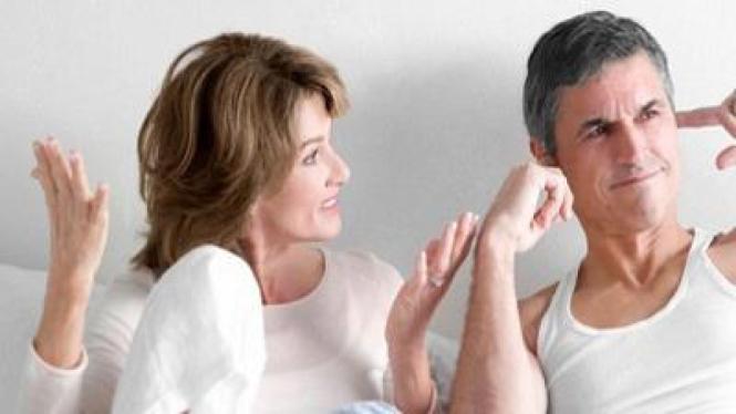 Wanita mengomel pada suami