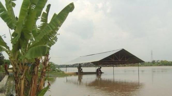 Air Bengawan Solo terus naik hingga mencapai 7,59 meter