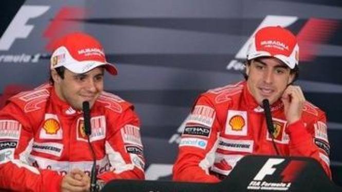 Fernando Alonso (kanan) dan Felipe Massa