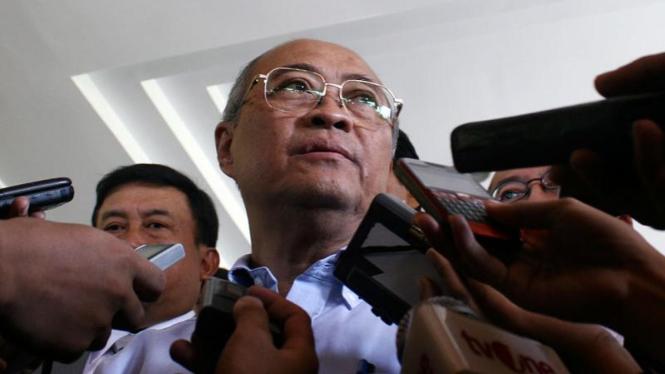 Satgas Pemberantasan Mafia Hukum Datangi Mabes Polri : Kuntoro Mangkusubroto