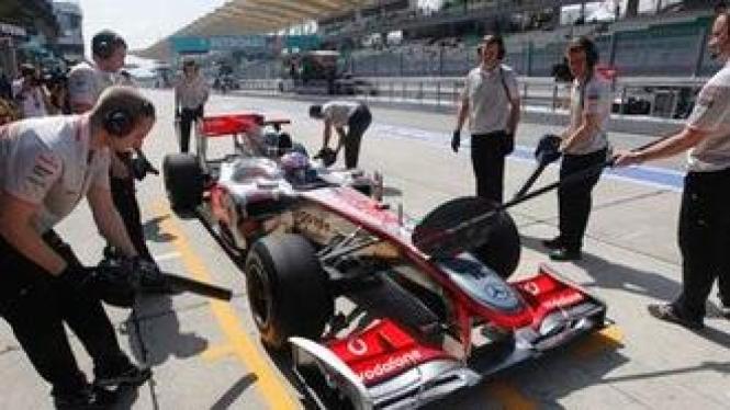 Jenson Button di pit stop McLaren