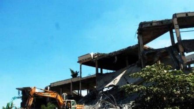 Bekas bangunan Taman Ria, Jakarta, dirobohkan