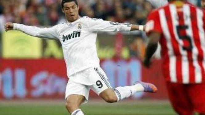 Cristiano Ronaldo cetak gol ke gawang Almeria