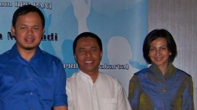 Dradjad Wibowo diapit Bima Arya Sugiarto dan Wanda Hamidah (PAN)