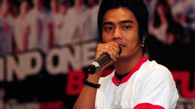 21 Artis Indonesia Bersatu Luncurkan Rindu Bersatu : Charlie ST 12