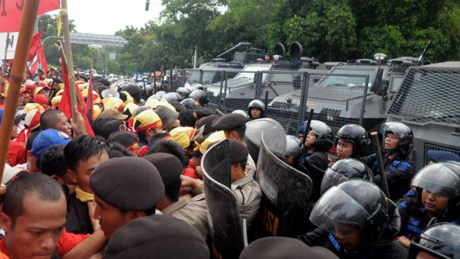 Aksi Buruh di Istana Ricuh
