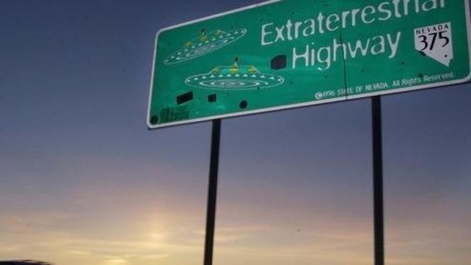 Rambu di dekat Area 51, pangkalan rahasia AS