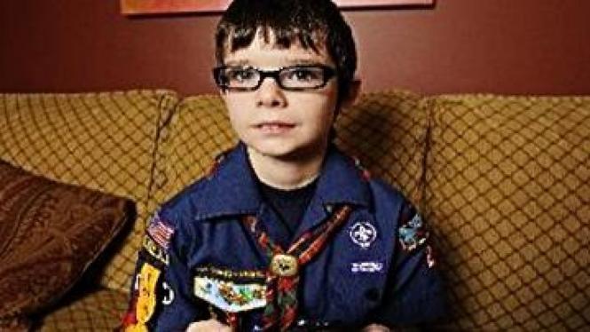 Mac Cuniff, incar badge pramuka dengan main game PS