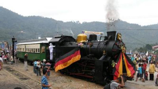 Kereta Api Wisata Mak Itam