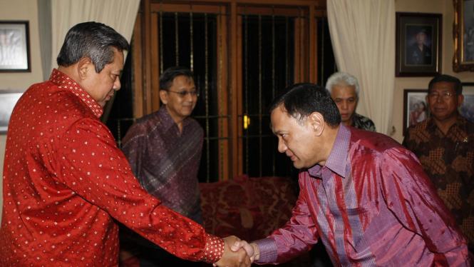 Presiden SBY dan Agus Martowardojo di Cikeas